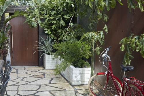 Landscaping Ideas: 8 Surprising Ways to Use Cor-ten Steel in a Garden