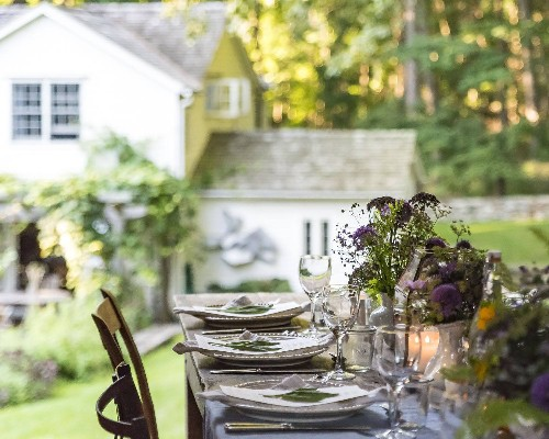 Ask the Expert: 10 Simple Tips for Hosting a Beautiful Outdoor Dinner
