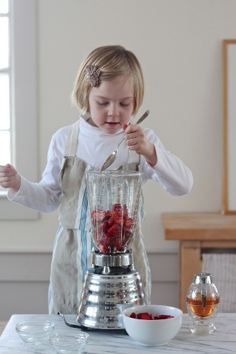 Recipe: Fruit Roll-Ups for Happy Kids (and Moms)