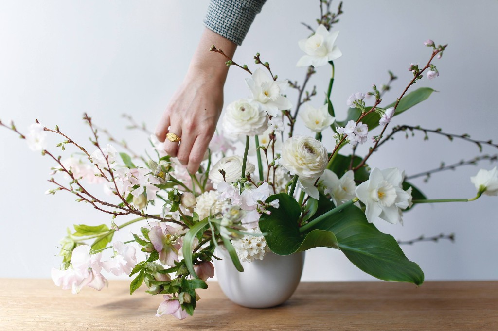 Flower Arrangements 101: A Crash Course for Easy and Elegant Florals - Gardenista