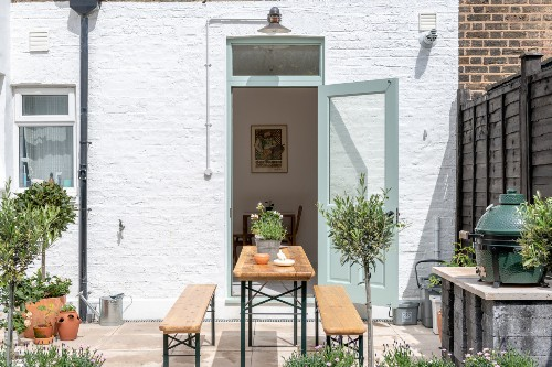 Steal This Look: A Big Green Egg, at Home in an English Garden