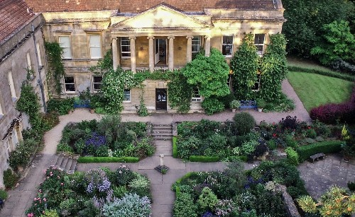 Required Reading: Three Generations of Women Gardeners in the Cotswolds