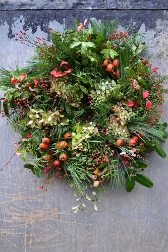Rose Hip Wreaths From The Hedgerow