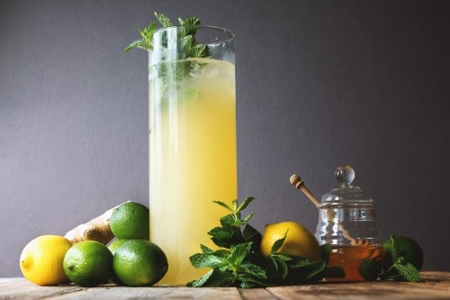 10 Easy Pieces: Glass Lemonade Pitchers