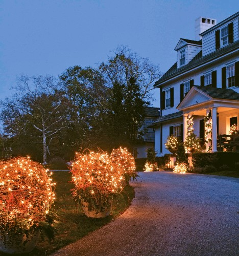 What to Read in This Week's Holiday Decorating Issue