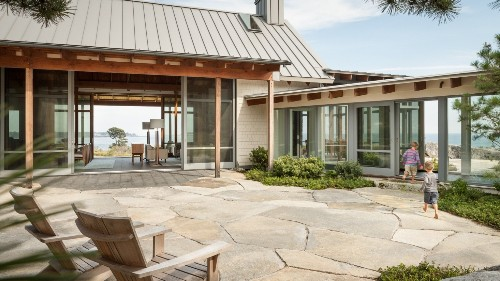 The Sheltering Sky: 10 Roof Overhangs to Enhance Your House