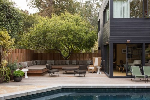 Swimming Pool Fences: 10 Ideas for Safety & Style at Water's Edge