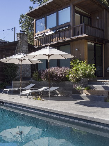 Swimming Pool of the Week: A Generous Pool for a Modest California Weekend Retreat