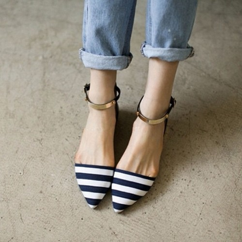 Fall Shoe Trends: Ankle-Strap Flats for Fall