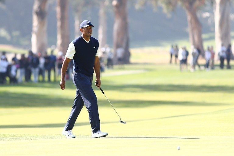Tiger Woods digs through trash, Brooks Koepka goes sightseeing, and Holly Sonders celebrates a special golf anniversary
