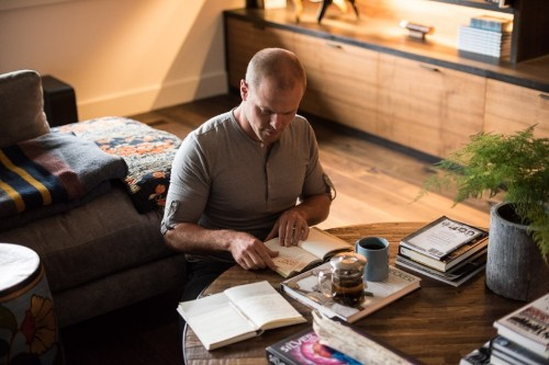 Self-Help Guru Tim Ferriss Has 6 Tips to Make Any Day 10x Better
