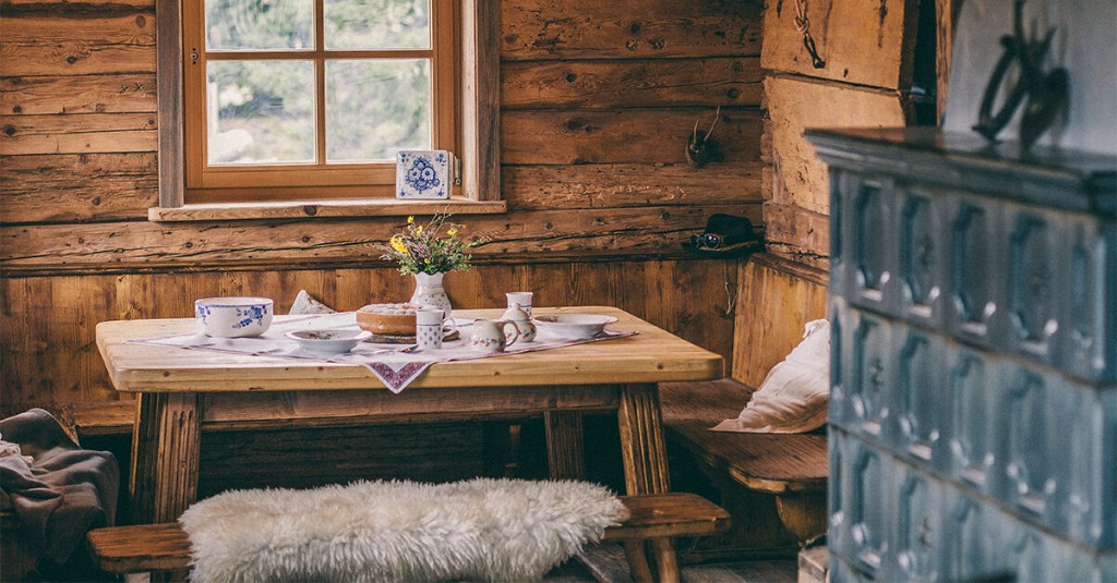 """Rustic Design Made Easy: 37 Ways to """"Spruce"""" Up Your Home"""
