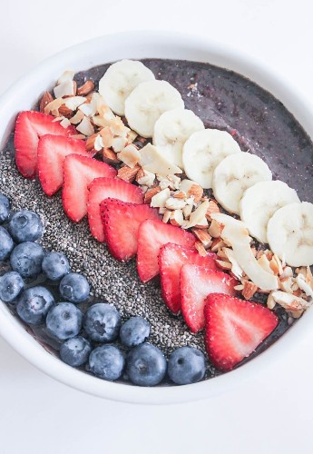 9 Healthy Smoothie Bowl Recipes You'll Want to Dive Into