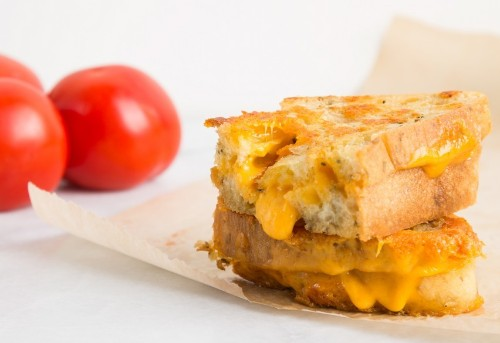 How to Make Perfectly Gooey, Crispy Grilled Cheese
