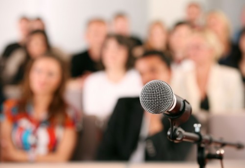 15 Public Speaking Tips From Improv Pros
