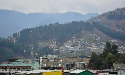 Pakistan hands back Indian pilot shot down over Kashmir in 'peace gesture'