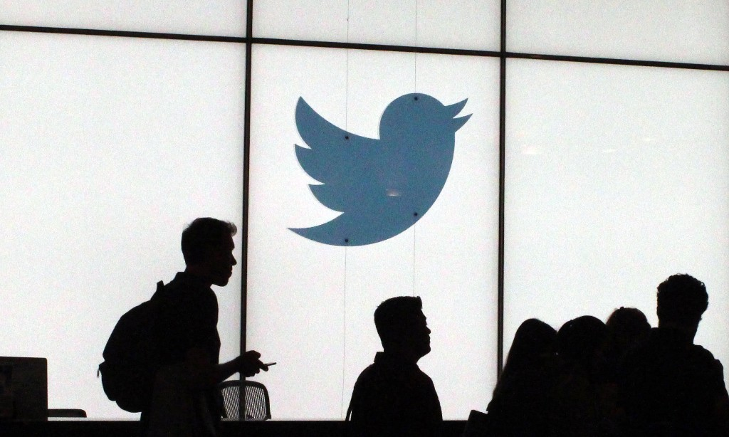 Twitter apologises for 'racist' image-cropping algorithm
