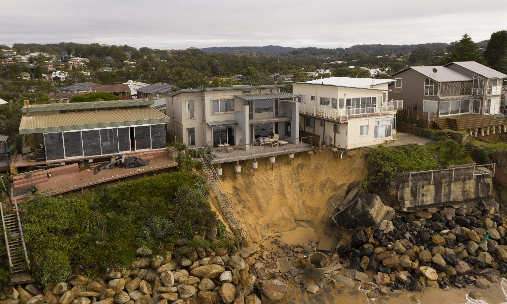 NSW Central Coast houses partially collapse after beach erosion caused by swells