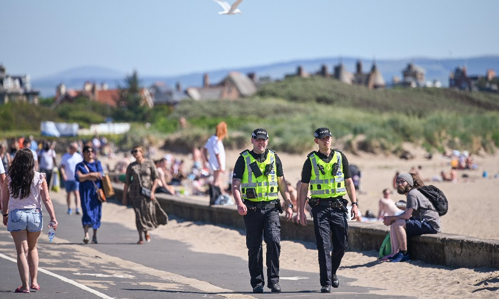 Travel in Scotland may be restricted after hundreds flout rules
