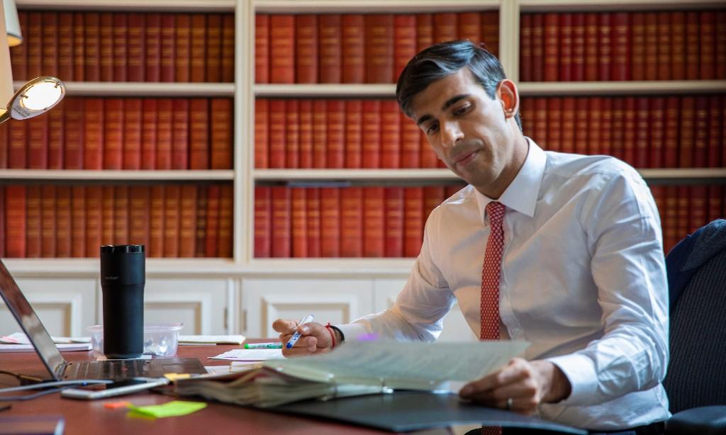 Rishi Sunak poses for pre-budget photo with £180 'smart mug'