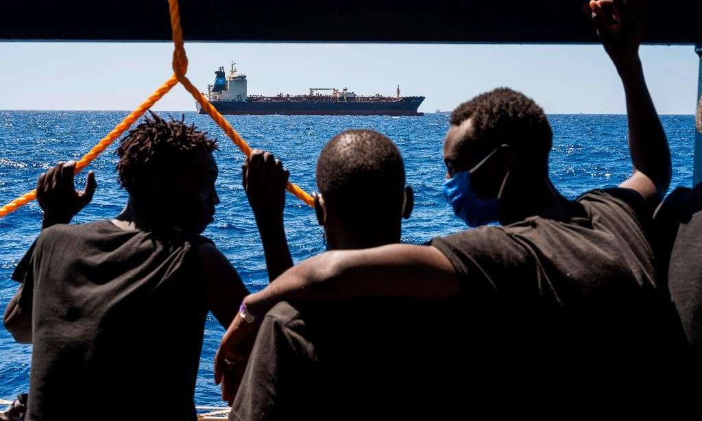 Migrants land in Sicily after 'longest standoff in European maritime history'