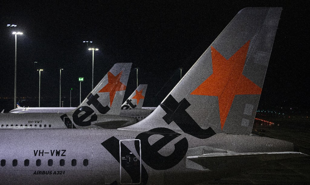 Jetstar CEO says 'breakdown' in screening process allowed passengers from Melbourne to leave airport