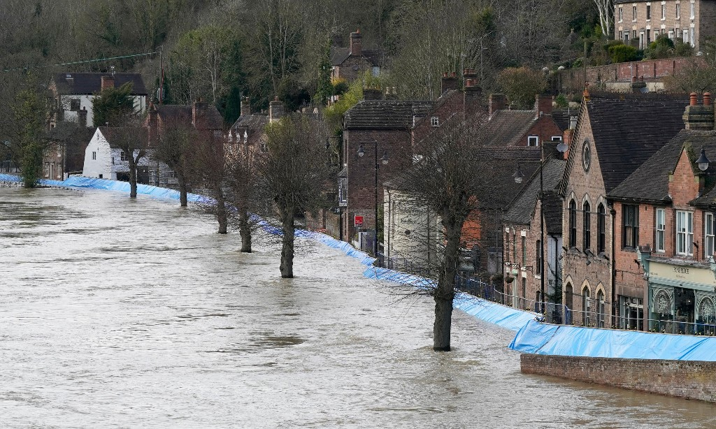 Flood strategy 'at odds with Boris Johnson push for mass housing'