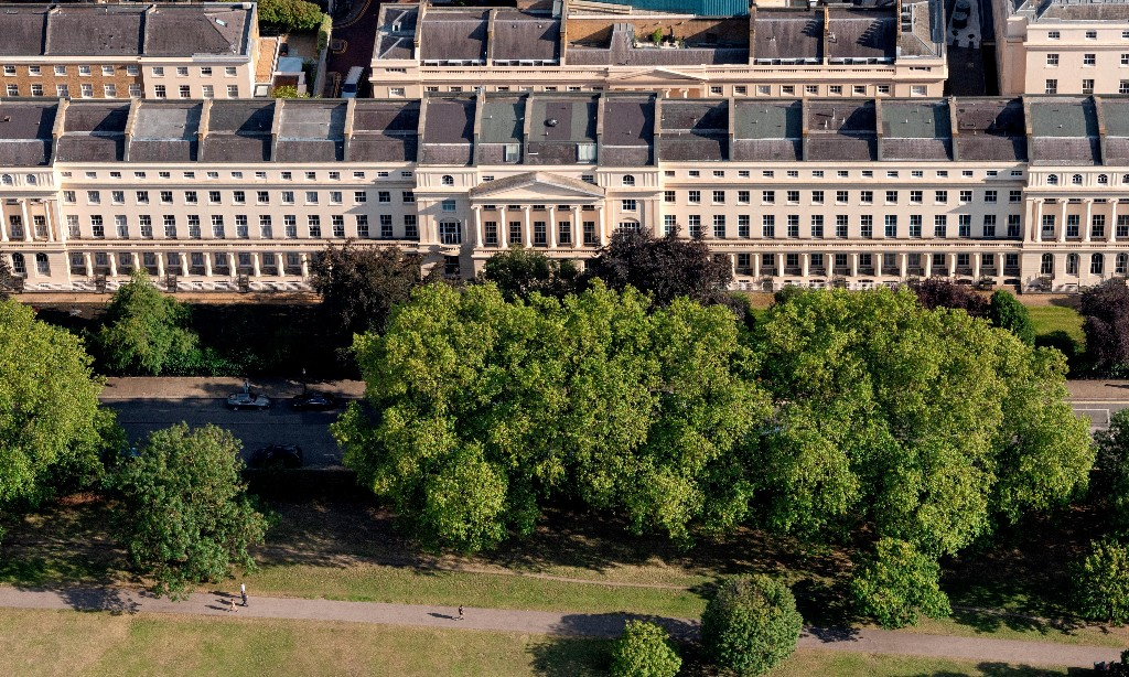 House for sale in London, good location, overlooks park, a bargain at £185m