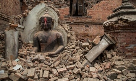 Nepal earthquake: rescue continues as death toll exceeds 2,500 – the day's updates