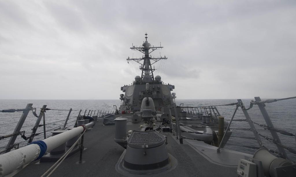 Russian warship 'threatens to ram' US destroyer