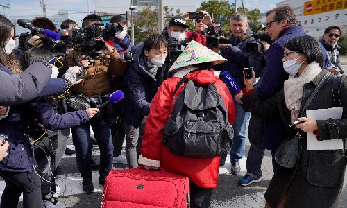 Coronavirus: Diamond Princess exodus begins amid criticism over quarantine