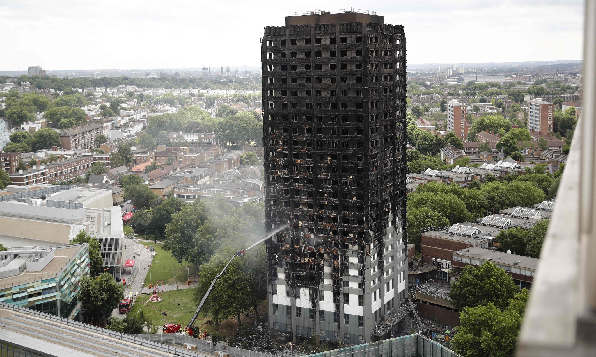 Theresa May announces public inquiry into Grenfell Tower fire