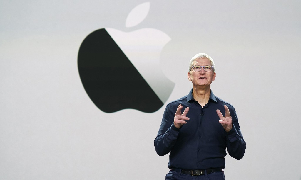 Tim Cook joins the billionaire club as Apple nears $2tn valuation