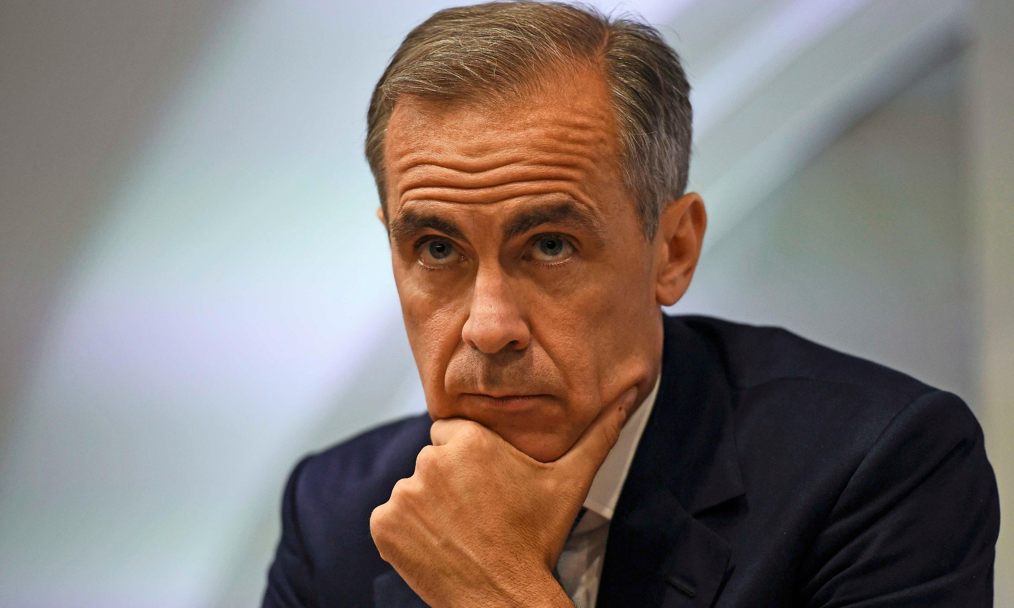 Bank of England considers interest rate cut to tackle Brexit crisis
