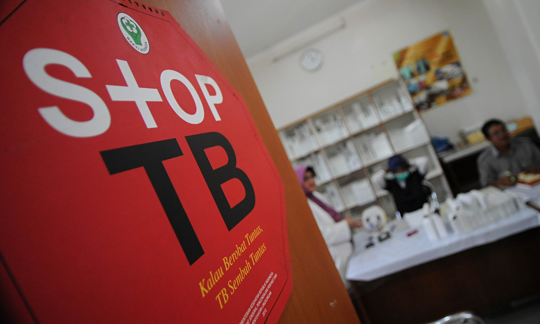 Drug-resistant tuberculosis poses global threat, warn doctors