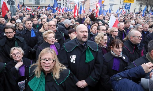 Judges join silent rally to defend Polish justice