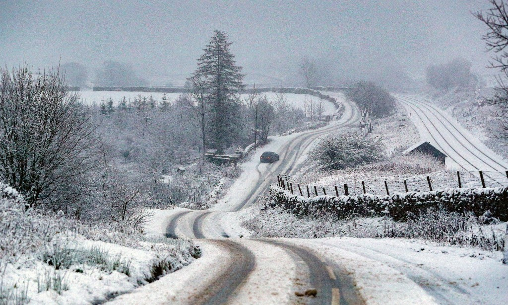 Snow and ice forecast to hit parts of UK towards end of week