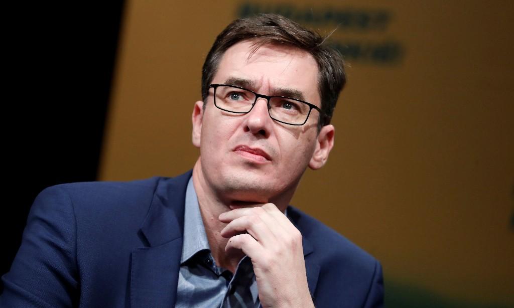 Opposition leaders across Europe walk coronavirus tightrope