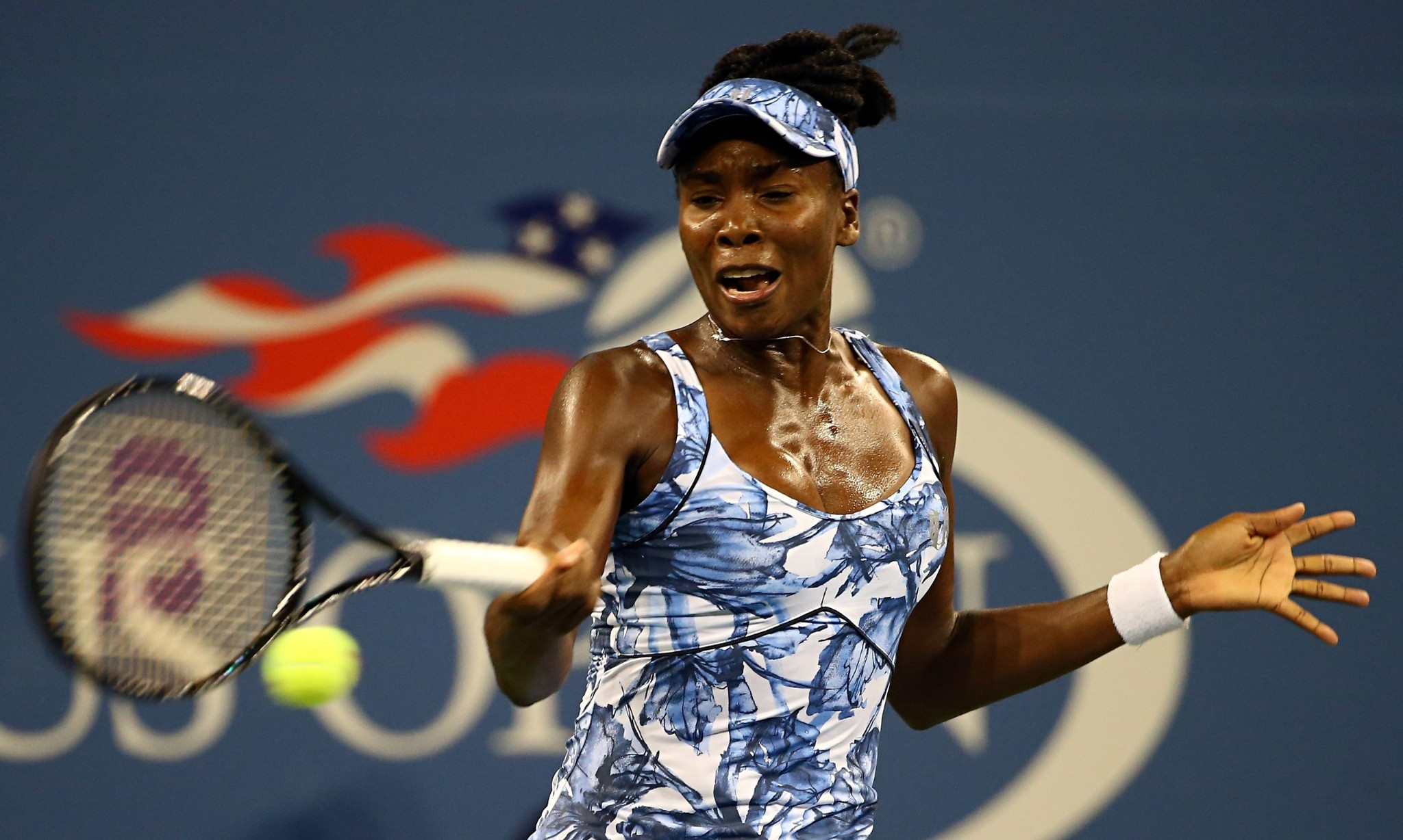 US Open 2014: Venus Williams and Stan Wawrinka ease into third round
