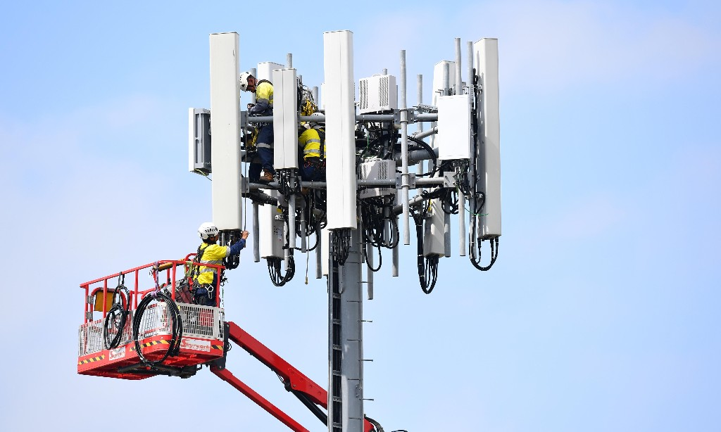 Telstra trials 5G mobile phone technology that could be up to eight times faster than 4G