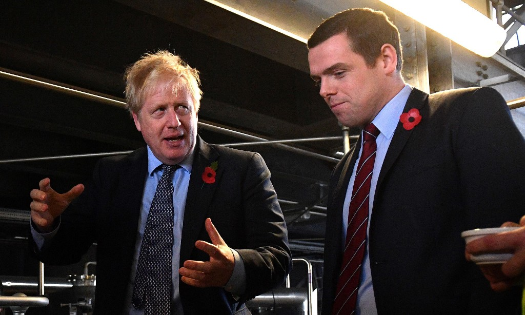 Tory revolt grows as minister resigns over Dominic Cummings' lockdown trip