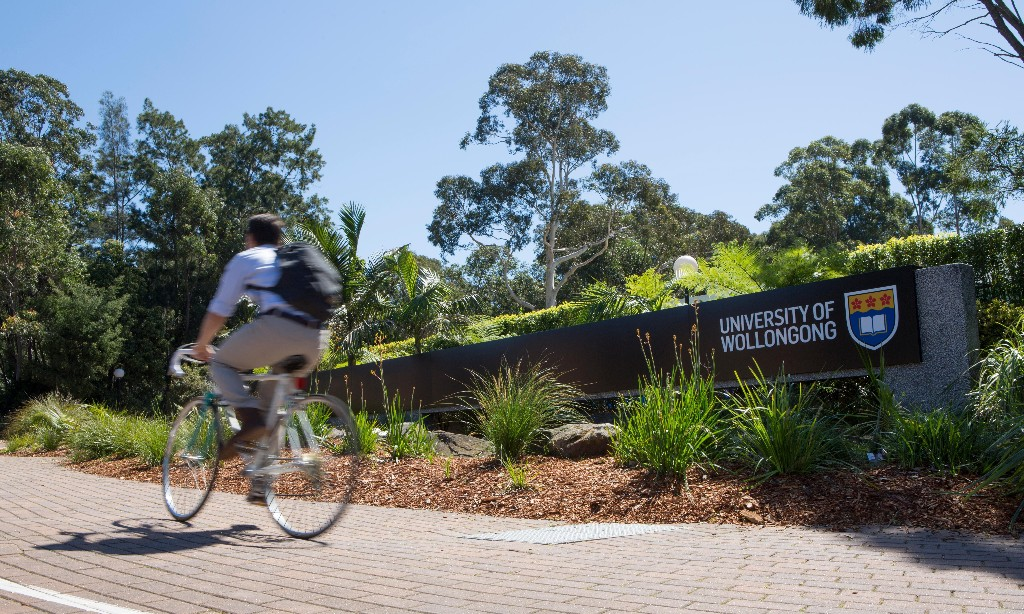 Wollongong University staff vote to accept pay cuts in bid to prevent job losses
