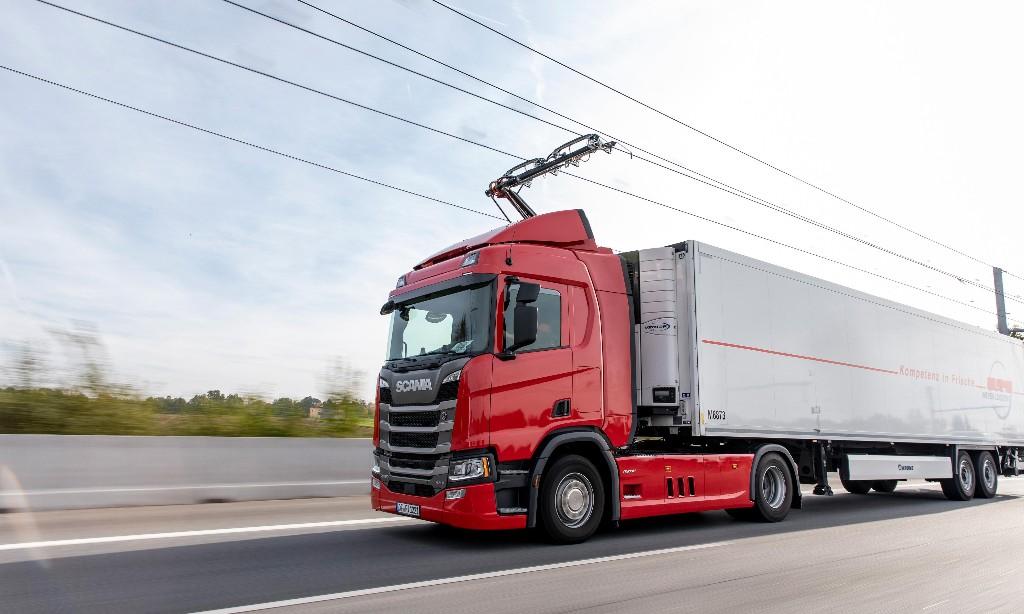 'E-highways' could slash UK road freight emissions, says study
