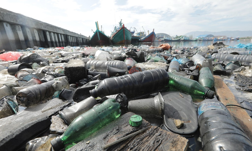 Improve water supply in poorer nations to cut plastic use, say experts