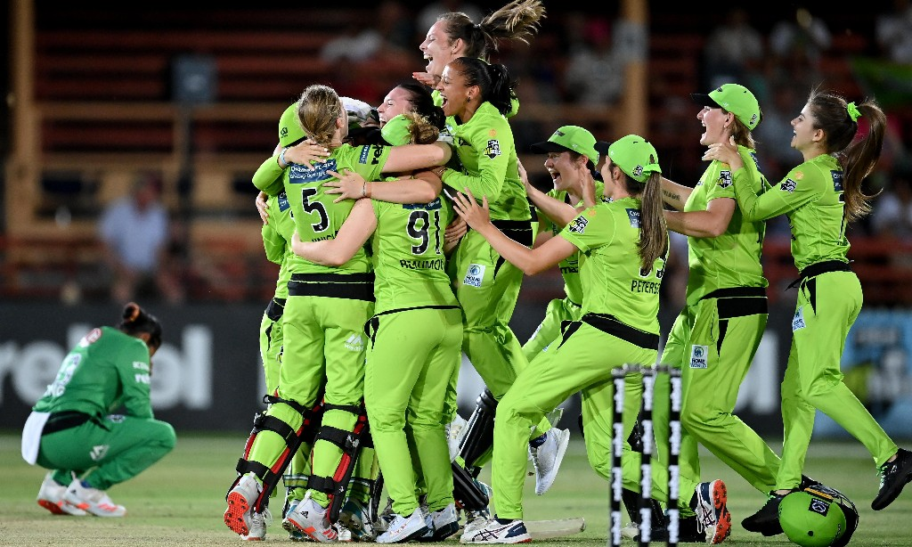 Sydney Thunder cruise to WBBL title against Melbourne Stars