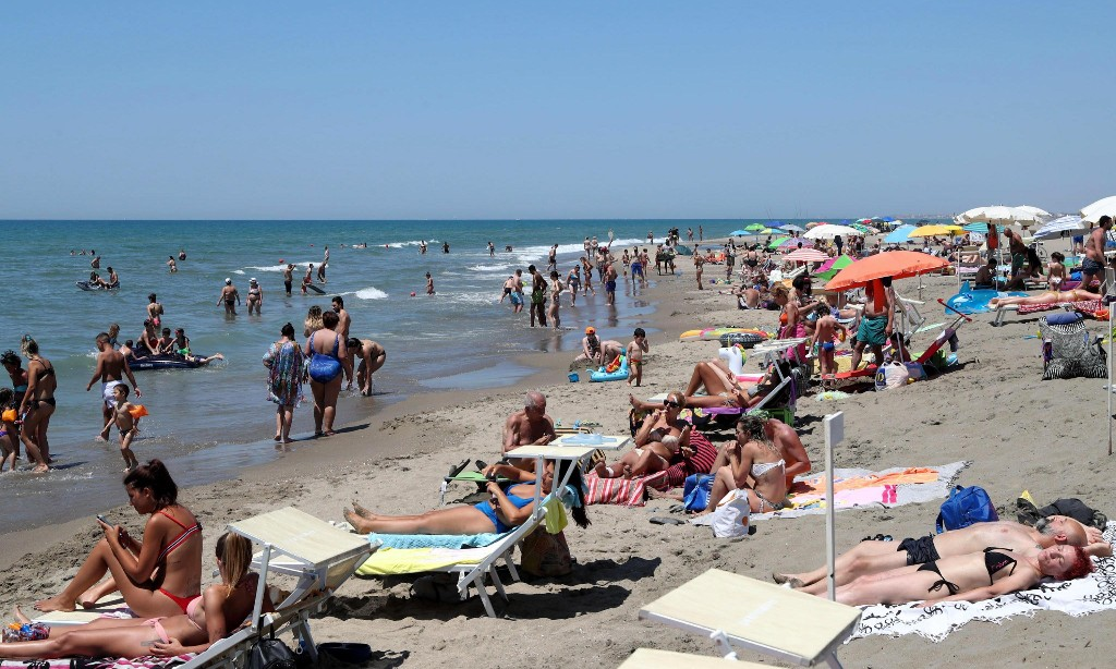 Coronavirus brings tension and prejudice to Italy's beaches