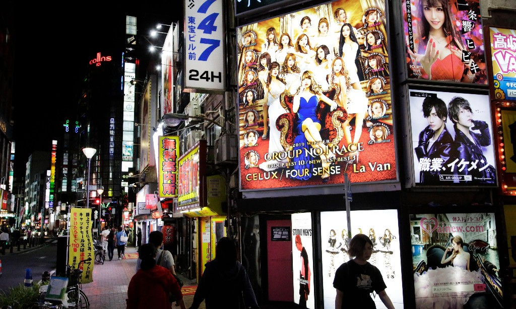 Tokyo pays clubs and hostess bars to close after spike in coronavirus cases