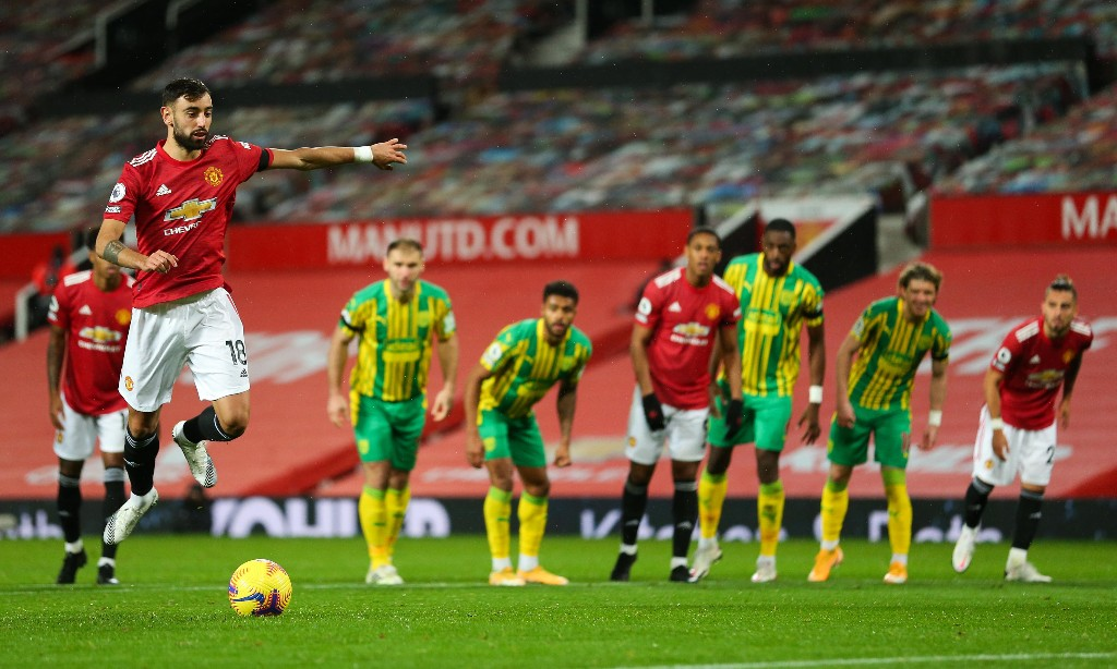 Manchester United's Fernandes hits spot to sink unhappy West Brom