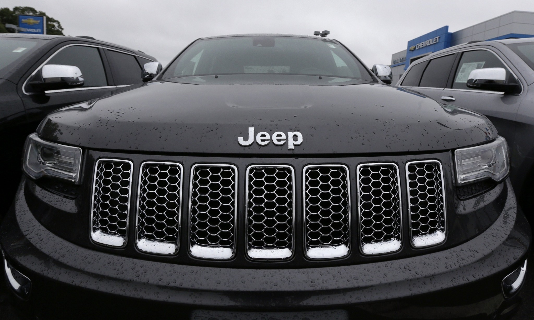 Fiat Chrysler recalls 8,000 more Jeeps over wireless hacking