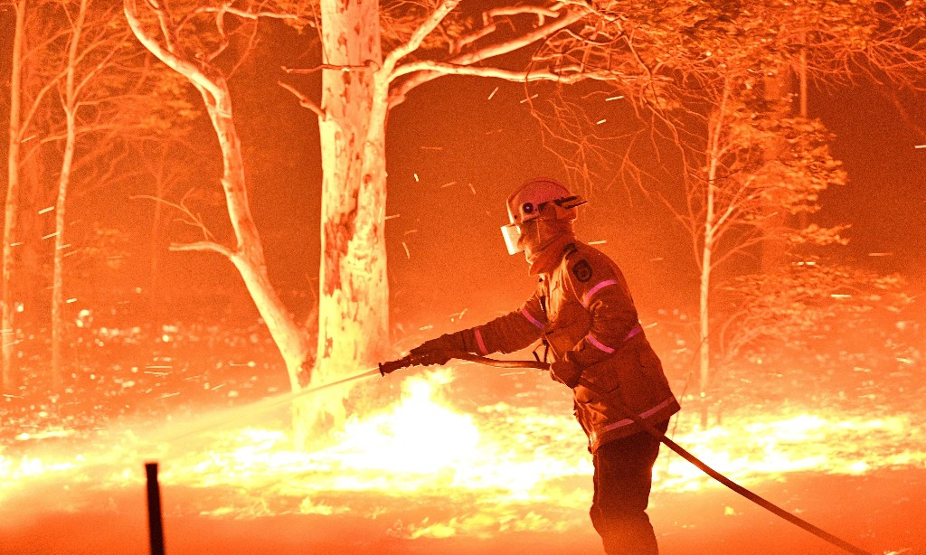 Philanthropic foundation dreams of extinguishing all bushfires 'within an hour' with high-tech help